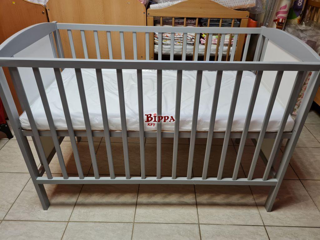 Ezüst fehér mesefigurás babaágy matraccal 120x60
